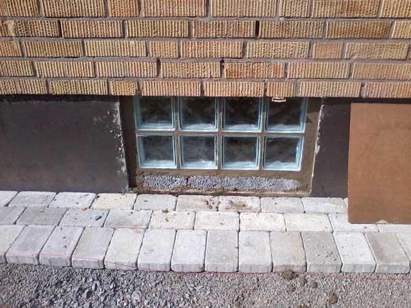 Glasbetong i källarfönstret